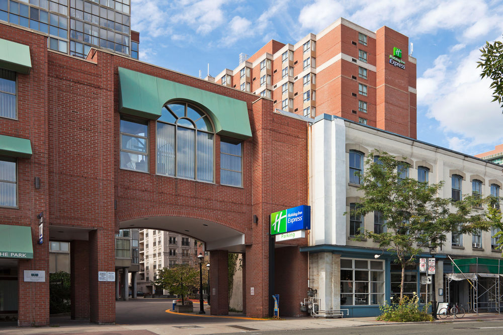 Holiday Inn Hotels The Company offers a range of specialty services, which include member-clubbing hubs, holiday destinations, fitness centers and entertainment events.